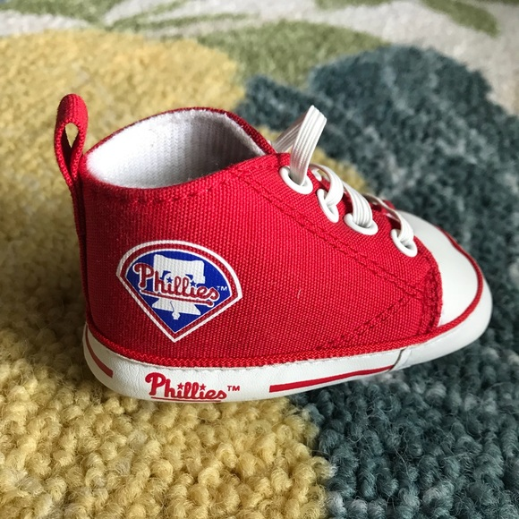 huge selection of f7792 4294b Philadelphia Phillies baby booties and bib